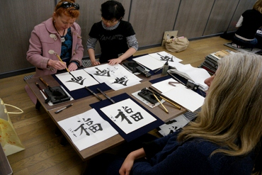 A women teaches Chinese caligraphy