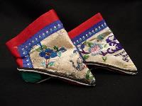 Chinese_Ladies_Footbinding_Shoes_QM_r