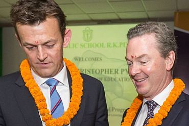adam-gilchrist-and-christopher-pyne-at-the-launch-of-the-australia-india-bridge-school-partnerships-project-370